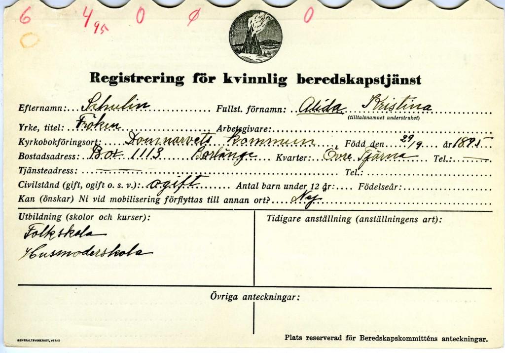 Ett registreringskort för kvinnlig beredskapstjänst med bland annat namn, adress, födelsedatum, kyrkbokföringsort, civilstånd och utbildning.
