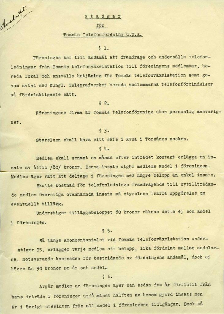 """Tomnäs telefonförening 1934. Bilden visar stadgarnas första sida. Ur första paragrafen: """"Föreningen har till uppgift att framdraga och underhålla telefonledningar från Tomnäs telefonväxelstation till föreningens medlemmar""""."""
