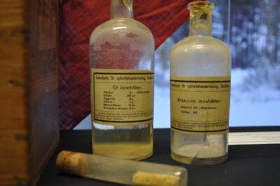 Tre stycken flaskor funna i arkivet.